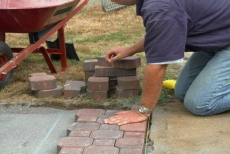 laying the edge pavers