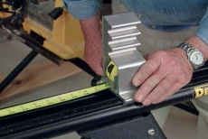 Setting the correct measurement on the miter saw workstation