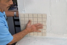 Setting the first vertical tile pad