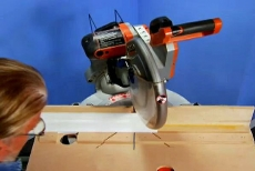 adjusting the angle on a miter saw
