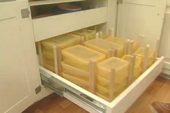 How to Organize Food Storage Container in a Drawer