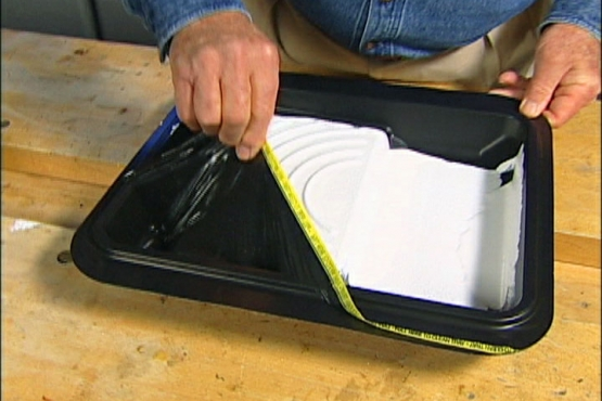 A Paint Tray with a Peel Away Lining for Cleaning