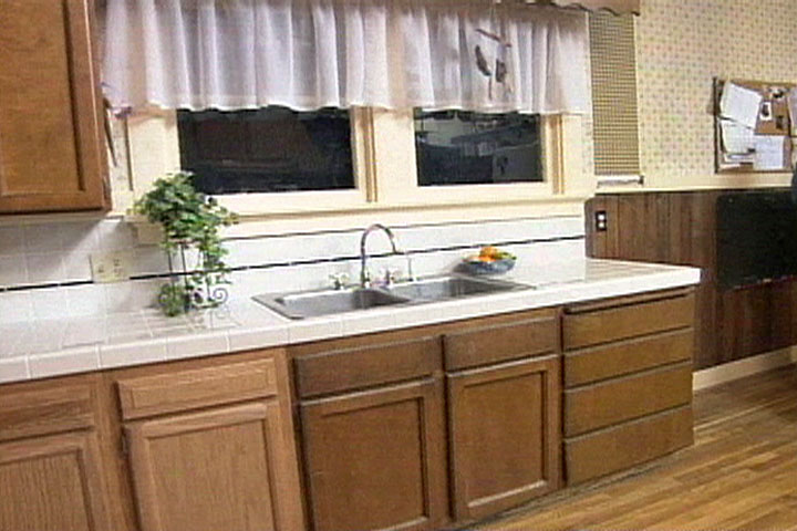 how to tile a kitchen countertop diy projects videos. Black Bedroom Furniture Sets. Home Design Ideas